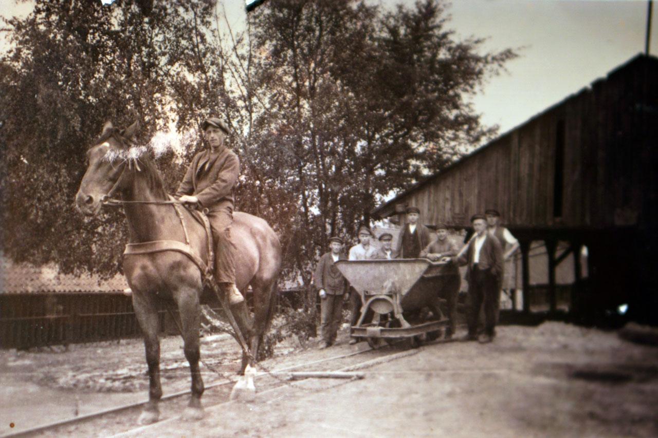 um 1874 – Bahnanschluss und Industrie